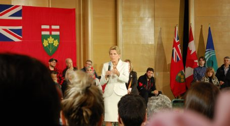Wynne gets earful from voters at Ottawa town hall session