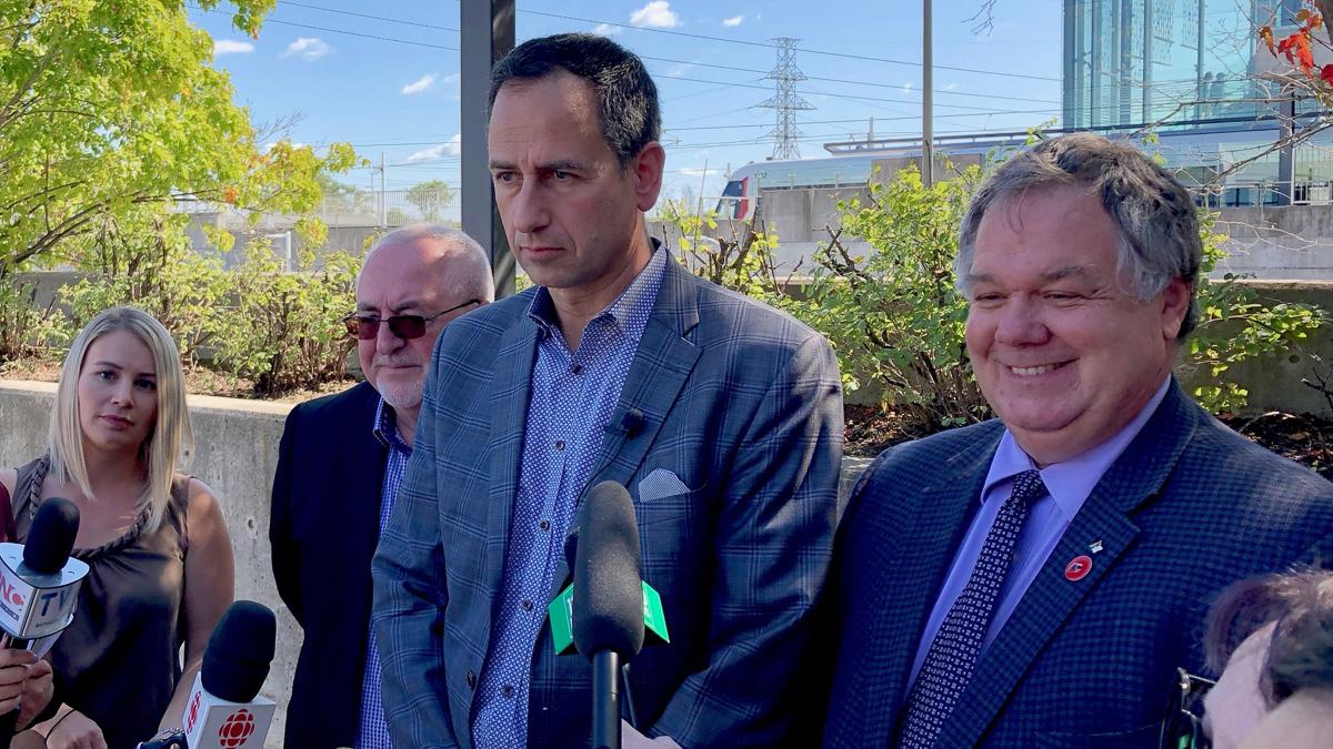 Ottawa transit officials celebrate 1st ever LRT commute