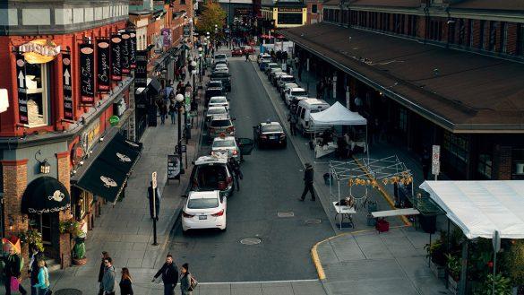 People shopping in Ottawa's Byward Market