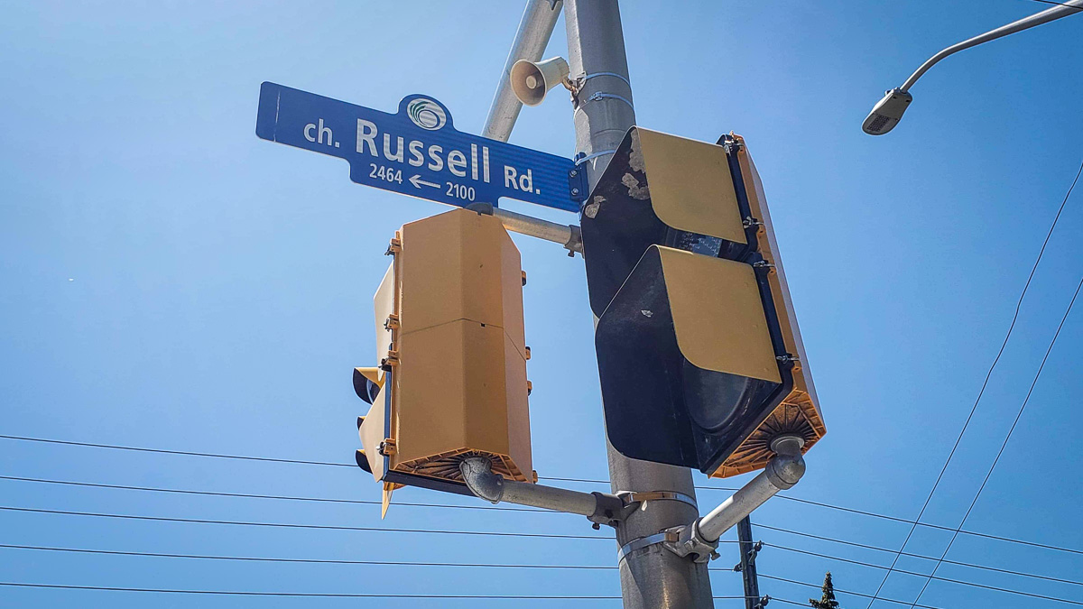 A photo of a street sign of Russell Road.