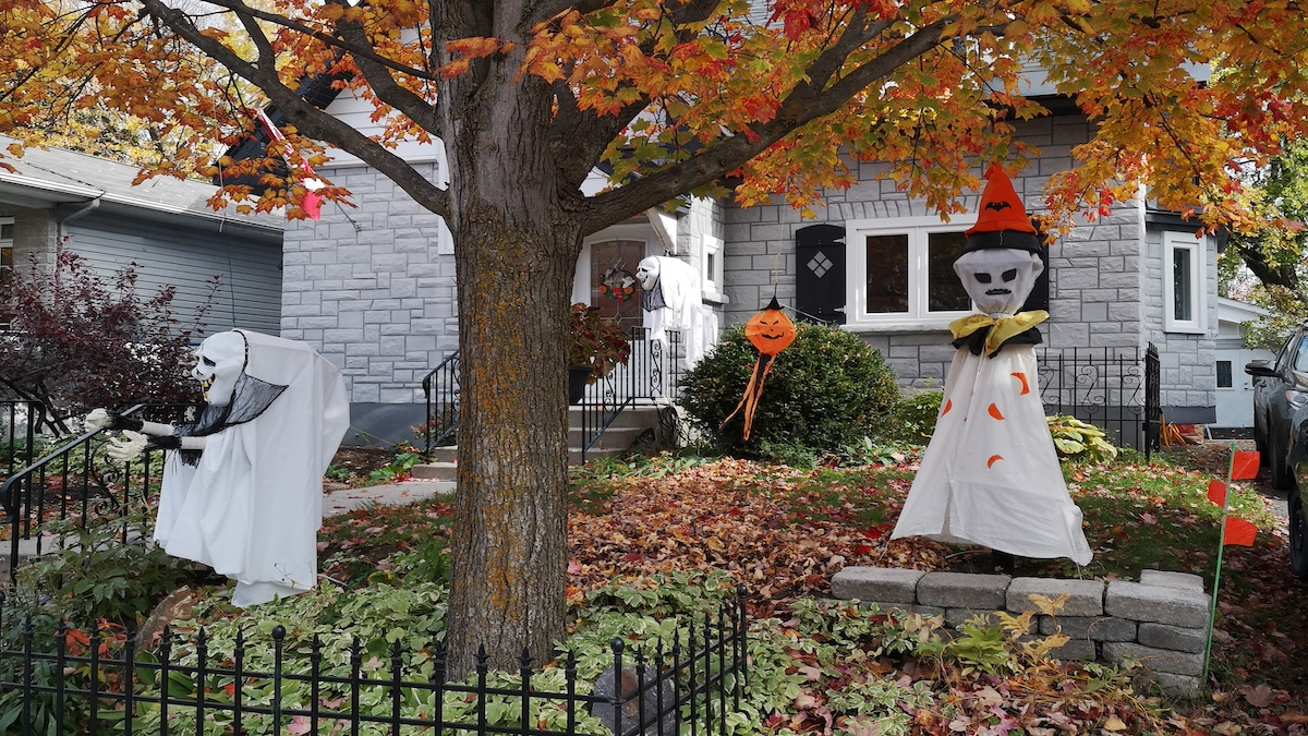 Halloween decorations outside of a home