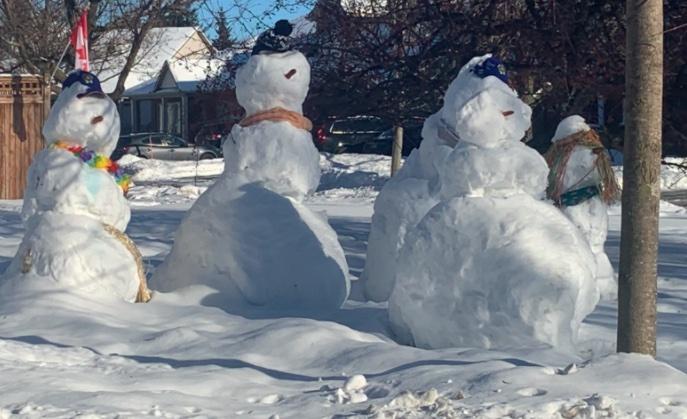 Snowman-building spree helps one Ottawa school weather winter lockdown