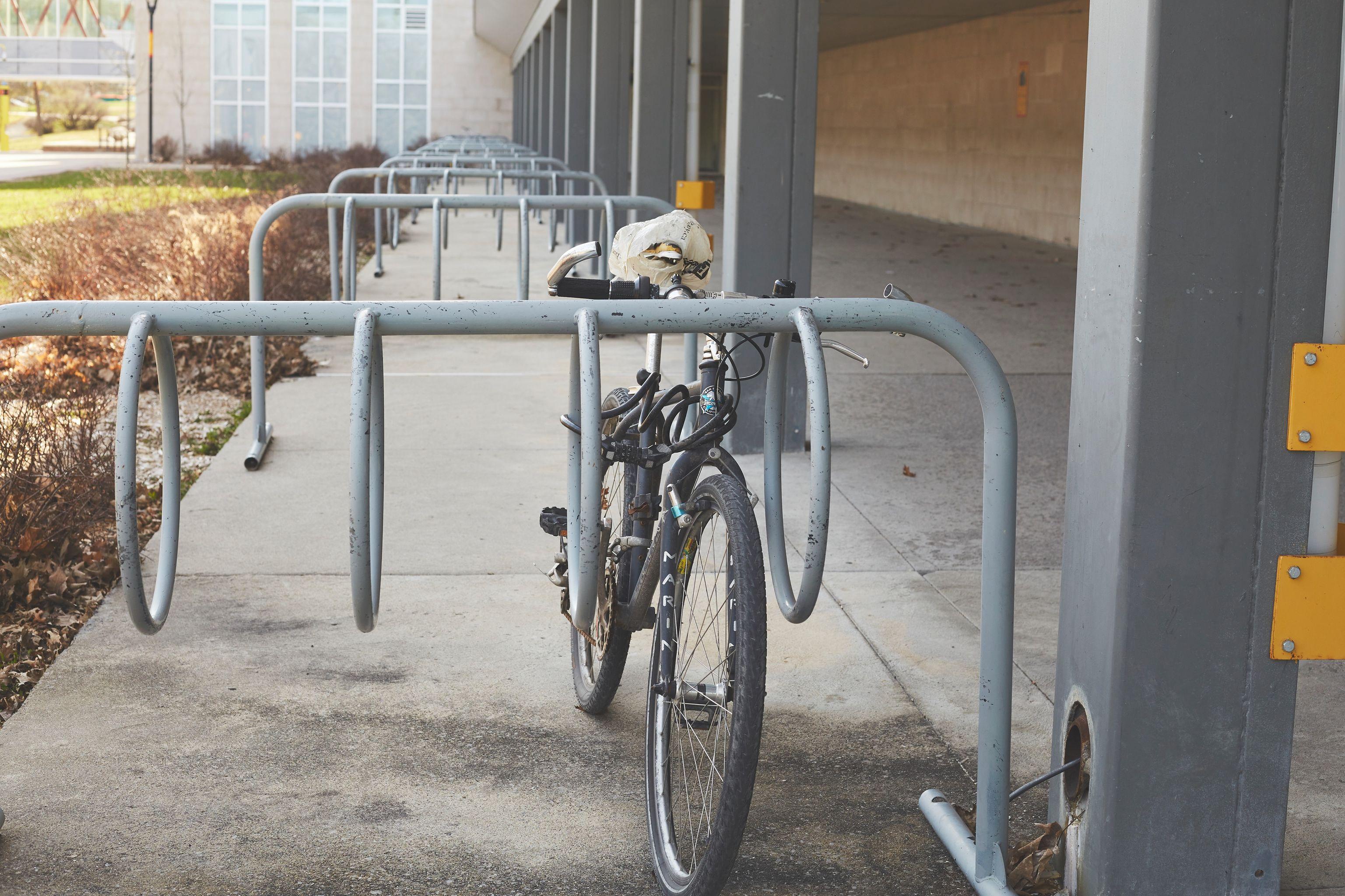 City kickstarts new bicycle parking plan, hits brakes on bike sharing