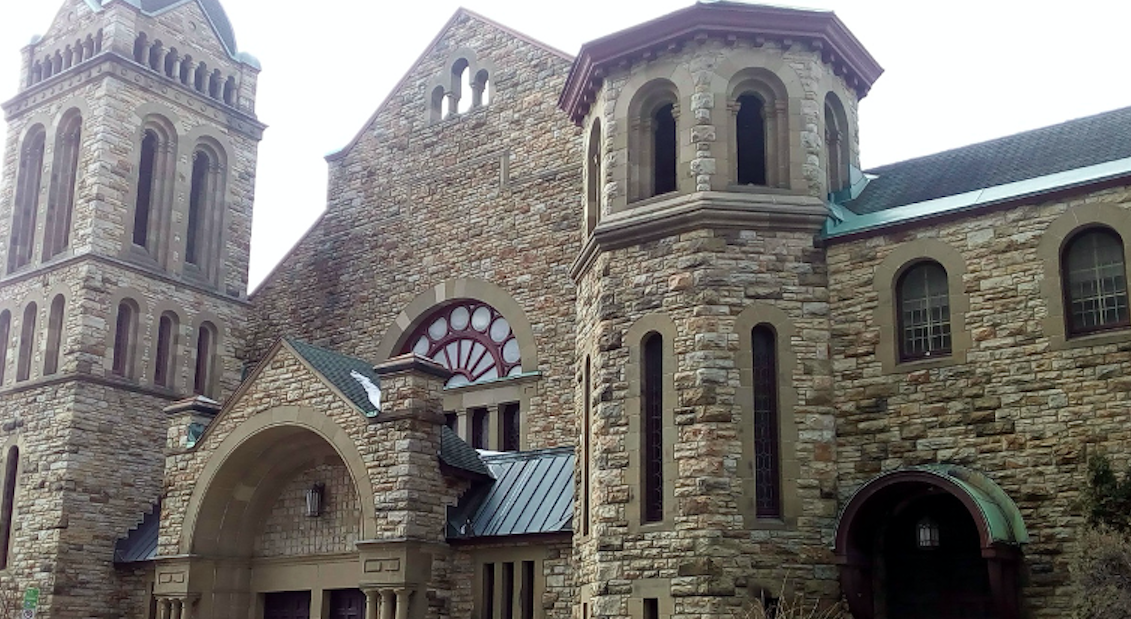 Photo shows large, stonewalled church in downtown Ottawa