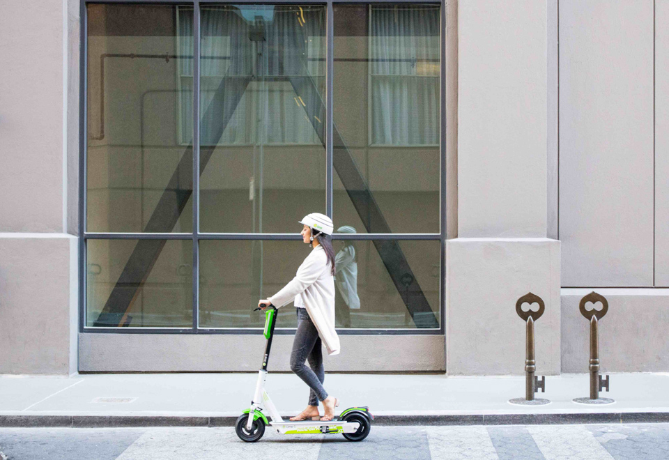 Accessibility advocates concerned by barriers posed by e-scooters in Ottawa as pandemic restrictions lift