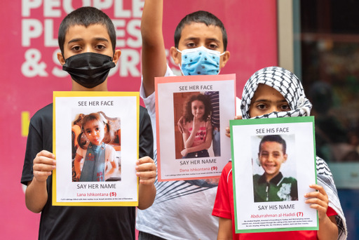 CBC faces demands from protesters for fair coverage of Palestine