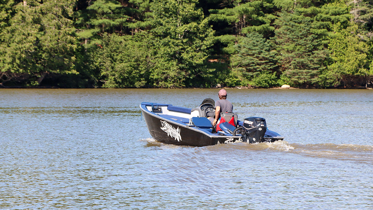Community battles boat wake and congestion on the Gatineau River